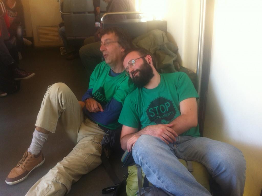 El Carlos i el Sergio fan veure que dormen per la foto al tren de tornada