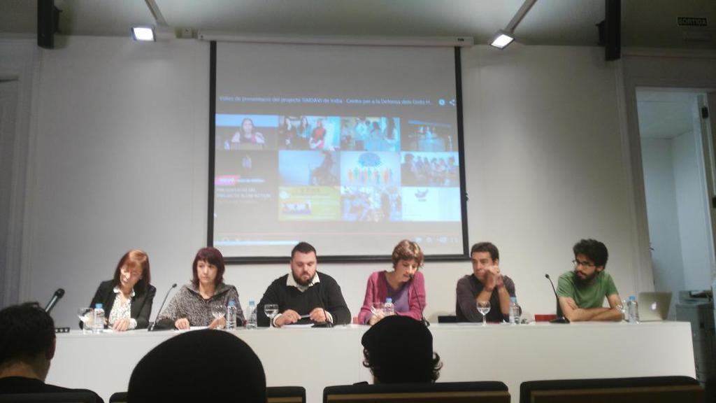 Alba Cuevas, de SOS Racisme, ha introduït l'acte de presentació d'Iridia / @centre_IRIDIA
